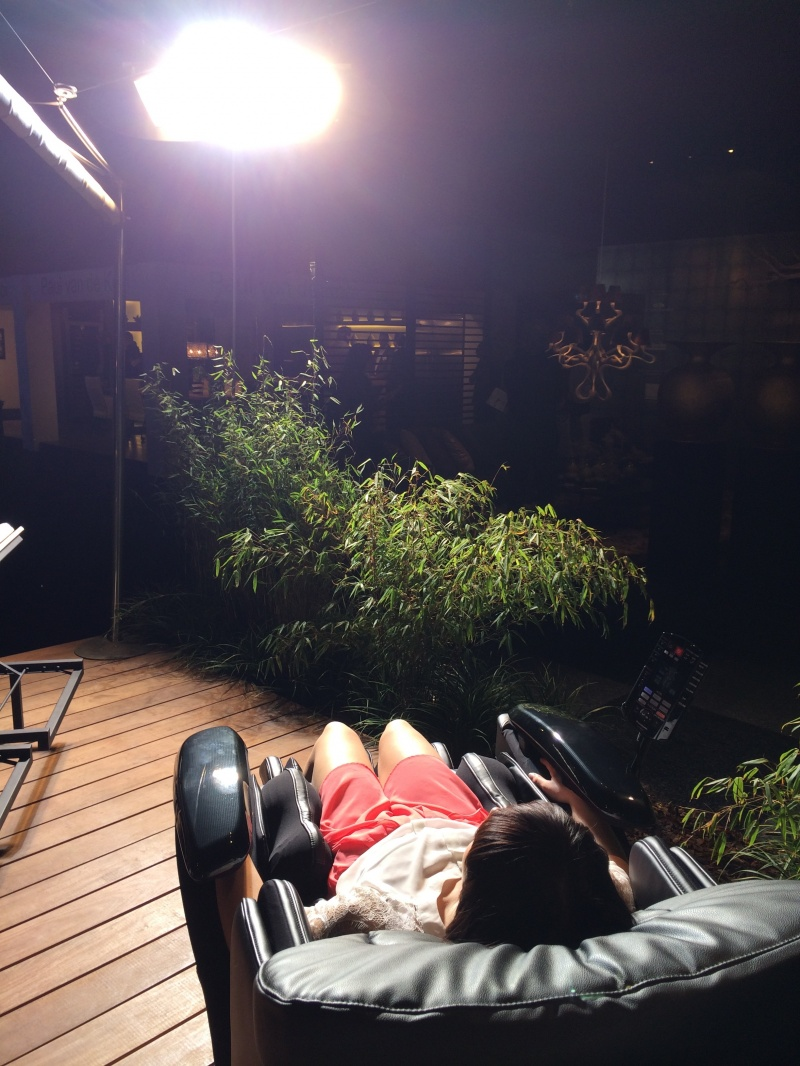 Foto stoel onder lamp